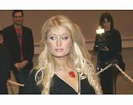 Presenta Paris Hilton su línea de ropa