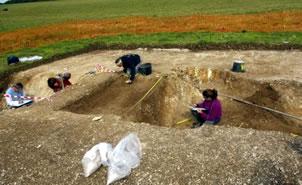 Hallan niño prehistórico enterrado en Stonehenge