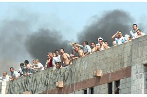Motín en carcel de Monterrey deja decenas de muertos y lesionados