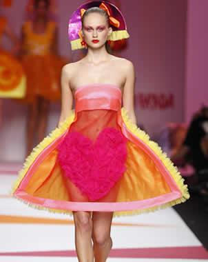 9da2f45314 El Universal - Estilos - Presenta Agatha Ruiz de la Prada vestidos `menina´  en NY