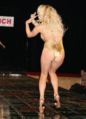 El atrevido desfile de Pamela Anderson