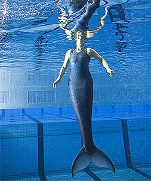 Cuando Nadya se encuentra en el agua luce naturalmente como una sirena