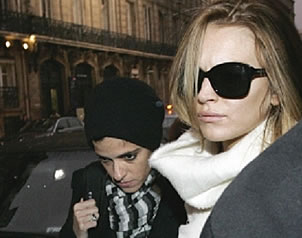 "Lindsay Lohan ""escandaliza"" en centro nocturno"