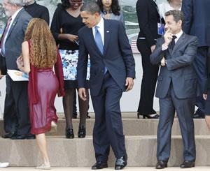 ¡Oh la lá! Brasileña acapara miradas de Obama y Sarkozy