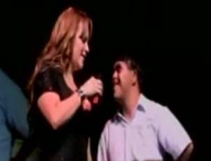 Jenny Rivera incomoda a niño con discapacidad