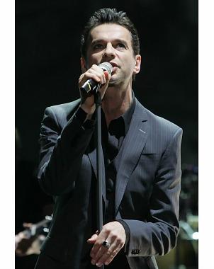 Depeche Mode deleita a fanáticos en Costa Rica