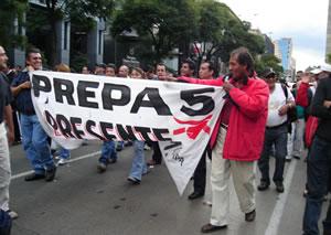 Sindicatos marchan hacia el Zócalo