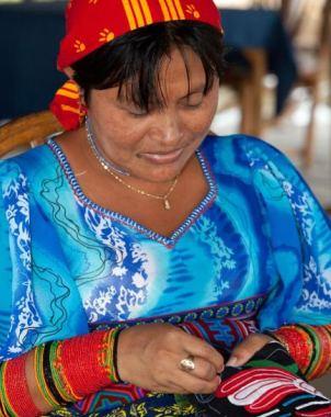 Pasea por las tradiciones textiles de Panamá
