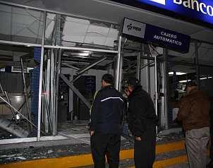 El universal reportan 2 explosiones en bancos de toluca for Sucursales que abren los sabados santander