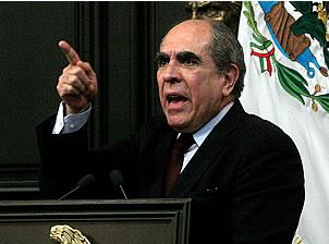 Pablo Gómez  exige reconocer derechos de Iglesia