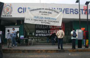 Estudiantes bloquearon la Ciudad Universitaria de Michoac�n en apoyo al SME