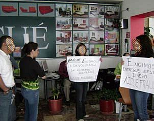 Consumidores se  unen en la Red contra Azcué