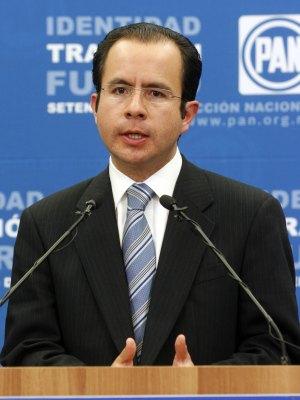 César Nava pedirá licencia en San Lázaro