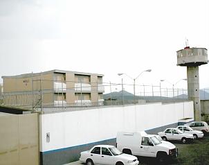 El Universal Evaluan a custodios de carceles en Queretaro