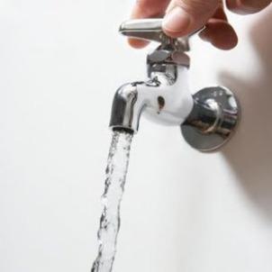 El universal buscan recudir 30 el desperdicio de agua for Llaves de agua para lavabo