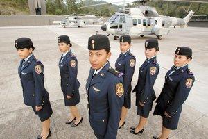 La Cadete Andrea en un F-5 y de otras cosas..... 4CHICAS