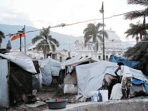 Haitianas dan su cuerpo por agua