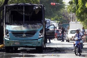 En varias partes de la zona metropolitana de Jalisco se han registrado bloqueos, incendio de veh�cu