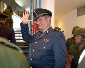 El general retirado Mario Arturo Acosta Chaparro fue baleado y muri? esta tarde en las instalaciones
