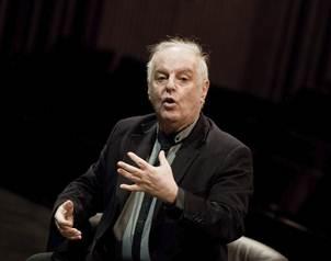 El director argentino, tiene, tambi�n, las nacionalidades israel�, palestina y espa�ola