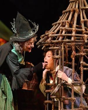 El Universal - - Representan Hansel y Gretel en el Lunario