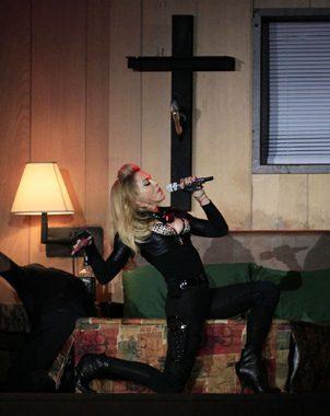 Madonna durante un concierto en Bruselas como parte de su gira MDNA.