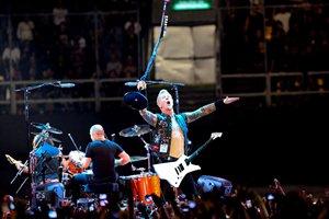 Sufren quemaduras dos t�cnicos de Metallica