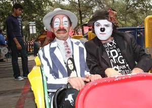 Nacho Mostacho y Beto Batuca, integrantes del grupo de rock �Qu� Payasos!, recorrieron el parque de