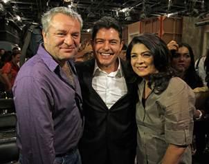 El productor Jos� Alberto Castro y los actores Victoria Rufo y Ernesto Laguardia, en el inicio de g