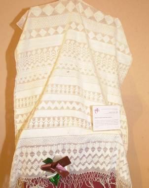 De seda, de lana, algod�n o art�cela; de todos colores y texturas, son los rebozos que artesanos de