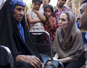 http://www.eluniversal.com.mx/img/2012/09/Esp/Angelina_Jolie_Siria.JPG