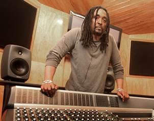 Como cantante y compositor, Fowler ha participado adem�s en una treintena de �lbumes de distintos a