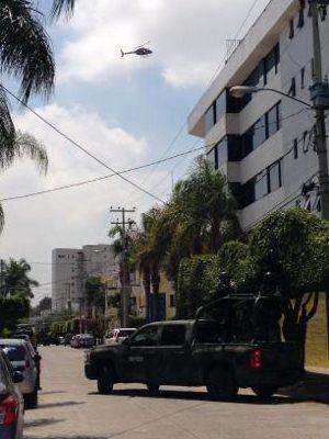 Militares en camionetas artilladas catearon un departamento de la calle Nelson al cruce con Justici