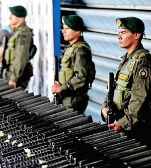 En 2010 fueron incautados en Colombia 234 fusiles M-16 y AK- 47 que el cártel de Sinaloa habría dado