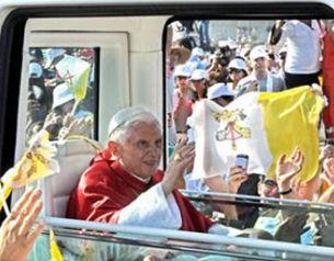 El Papa Benedicto XVI celebr� la misa ante unas 500 mil personas en la explanada del City Center Wat