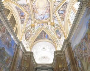 Construido a finales del siglo XV en el coraz�n del Palacio Apost�lico de Roma, el templo se convirt