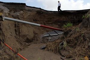 Las lluvias registradas en las �ltimas horas provocaron el deslave de cerros y el crecimiento en el