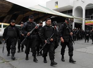 Los miembros de las corporaciones estatales cercaron los dos inmuebles para detener a los efectivos