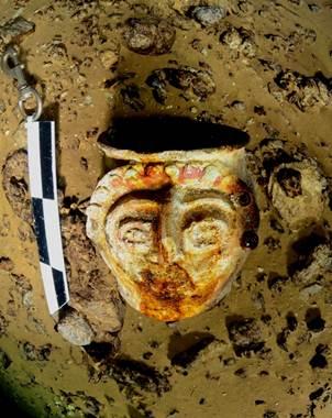 En el Cenote San Manuel se recuperaron dos vasijas elaboradas probablemente entre los a�os 300 a.C.
