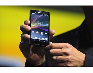 Así luce el nuevo smartphone sony xperia z presentado en la feria