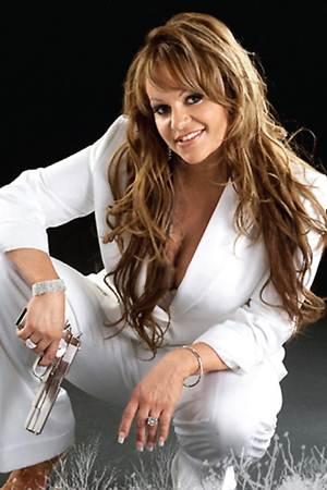 Jenni Rivera fue sepultada con música y mariposas