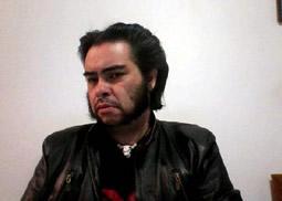 Ricardo Flores tiene presencia en Facebook