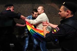 Polic�as de Mosc� detienen a activistas rusos en una marcha por la igualdad de los homosexuales