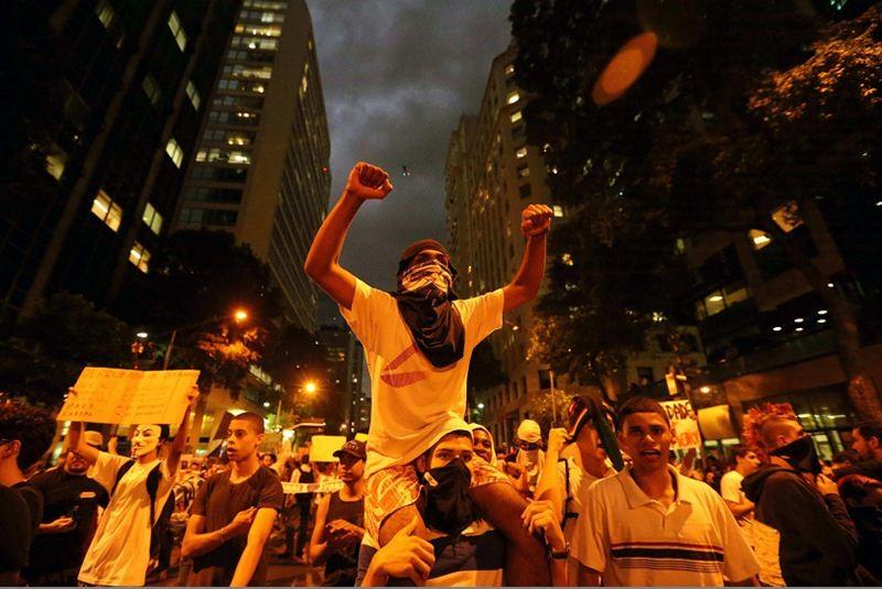 http://www.eluniversal.com.mx/img/2013/06/Int/protestas_brasil_rousseff-movil.jpg