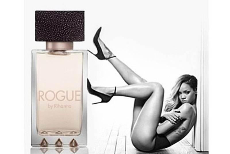 Rihanna Promociona Semidesnuda Un Perfume