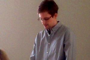 Edward Snowden permanece en la zona de tr�nsito de un aeropuerto en Mosc�, a la espera de que se le