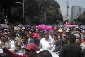 La marcha es encabezada por el ingeniero Cuauhtémoc Cárd