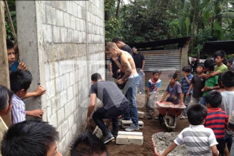 Beliebers Justin Bieber Ayuda A Construir Un Colegio Para Los Niños Pobres Del Salvador