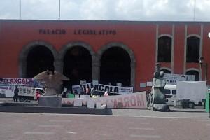 Con pancartas los inconformes manifestaron su desacuerdo con la iniciativa presidencial