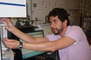 Científico mexicano convierte gas en materia prima